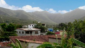 Fila de los cerros San Ramón, El Tamoco, cuchilla de Paraguachí y El Peñón en el límite norte del Valle